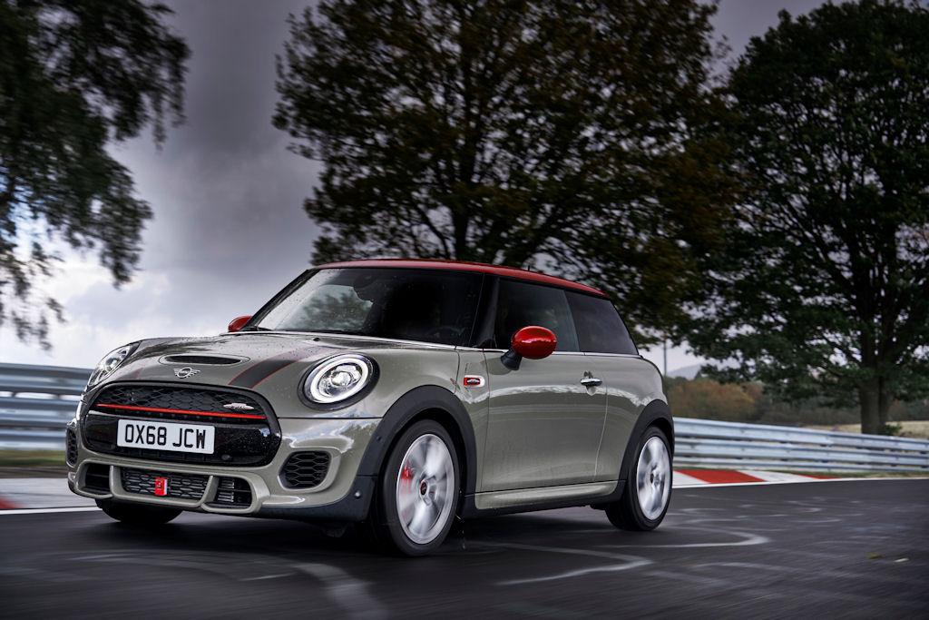 Saubere Leistung: Abgasnorm Euro 6d-TEMP jetzt auch für MINI John Cooper Works und MINI John Cooper Works Cabrio